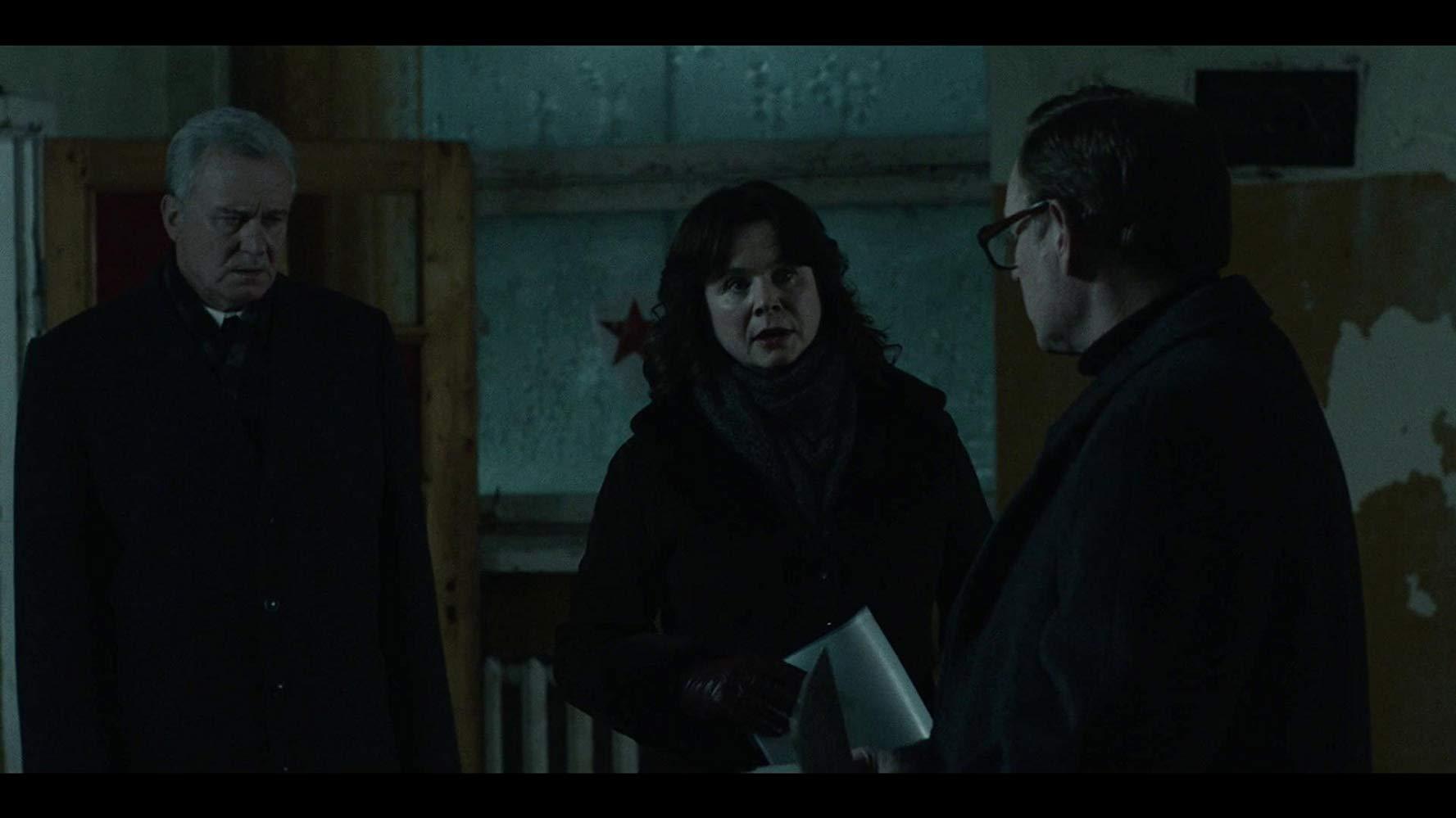 Stellan Skarsgård (Boris Šerbina), Emily Watson (Uljana Homjuk) i Jared Harris (Valerij Legasov) // izvor: IMDb